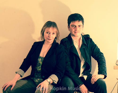 Mary Hopkin and Morgan Visconti, You Look Familiar photoshoot